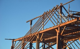 Post and Beam construction – gum pole rafters going over the ridge pole – 4 January21