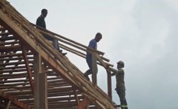 Post and beam construction – frame for dormer window in thatch – 12 Jan21