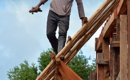 Post and beam – supporting steep overhangingrafters