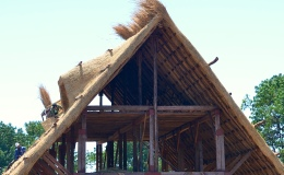 How it works: Post and Beam Thatching  – after DavidMacaulay